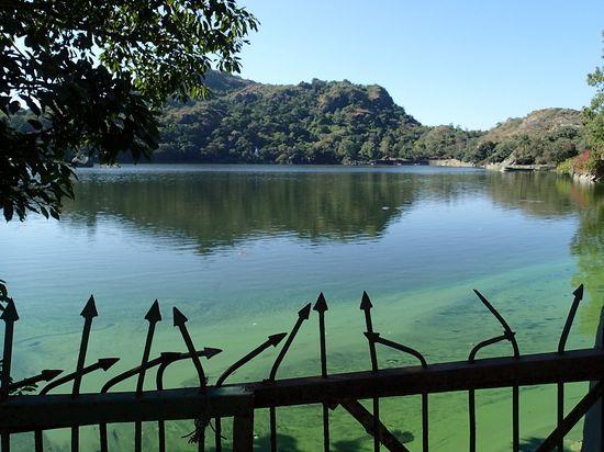 mount-abu-nakki-lake