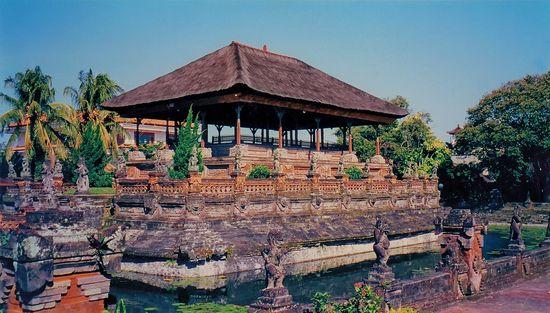 Kertha Gosa Floating Palace