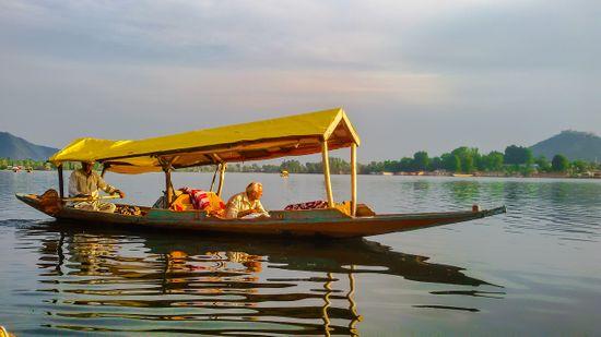 lake boats in Kashmir