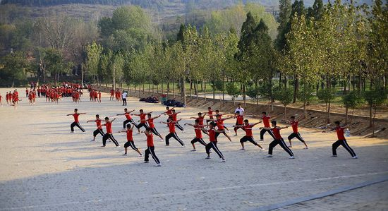 students in shaolin monastery