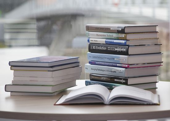 Reading helps us gain more knowledge
